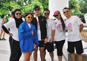 2015_April-1_CMS-braves-a-wet-Colour-Rush-3-(1)