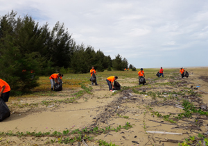 Cleaning of Grigat Beach by RMU Saratok